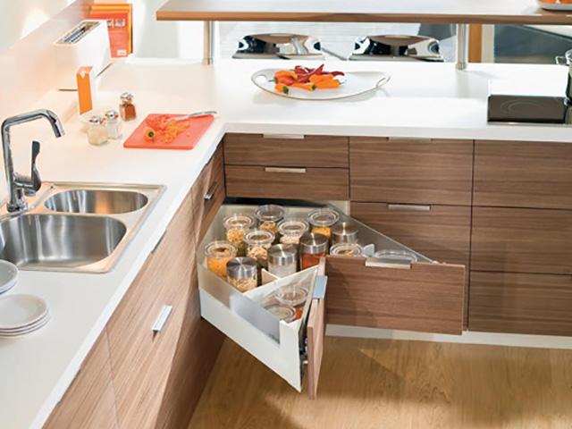 Nhà bếp sáng tạo với thiết kế ngăn kéo tận dụng tối đa góc chết trong nhà bếp